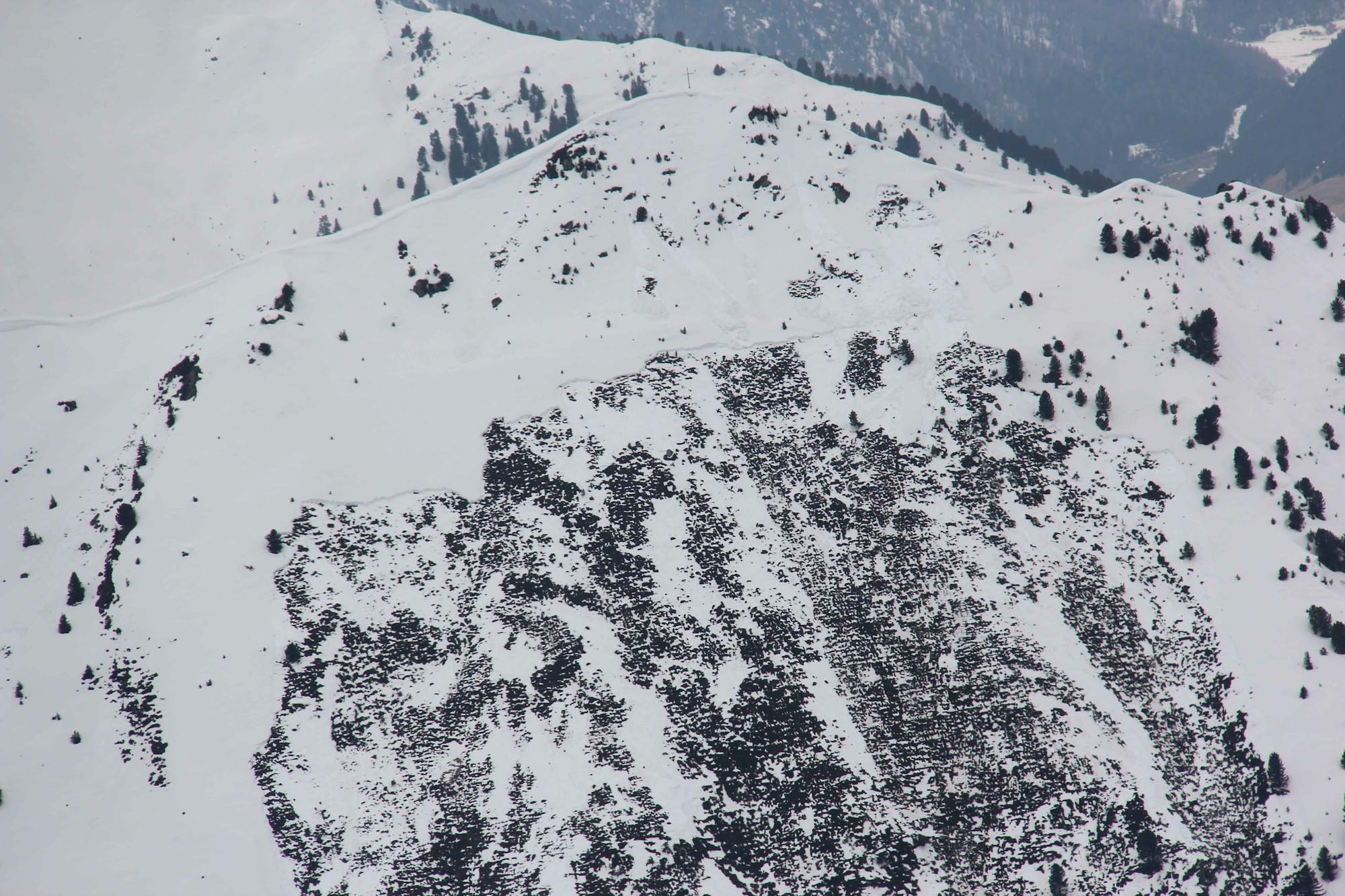 Glossary Full depth slab avalanche © LWD Tirol | EAWS European Avalanche Warning Services