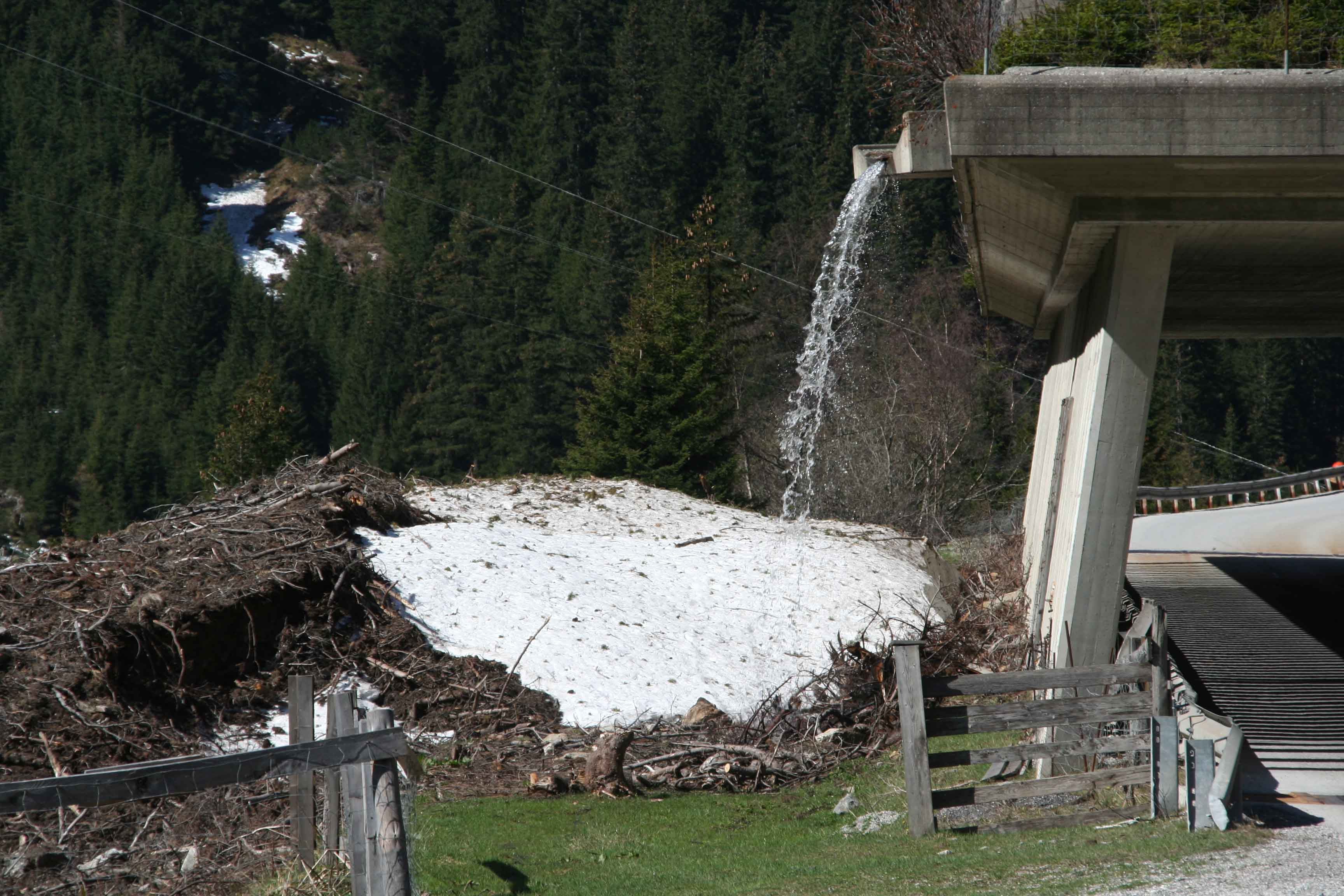 Glossary Ground Avalanche © LWD Tirol | EAWS European Avalanche Warning Services