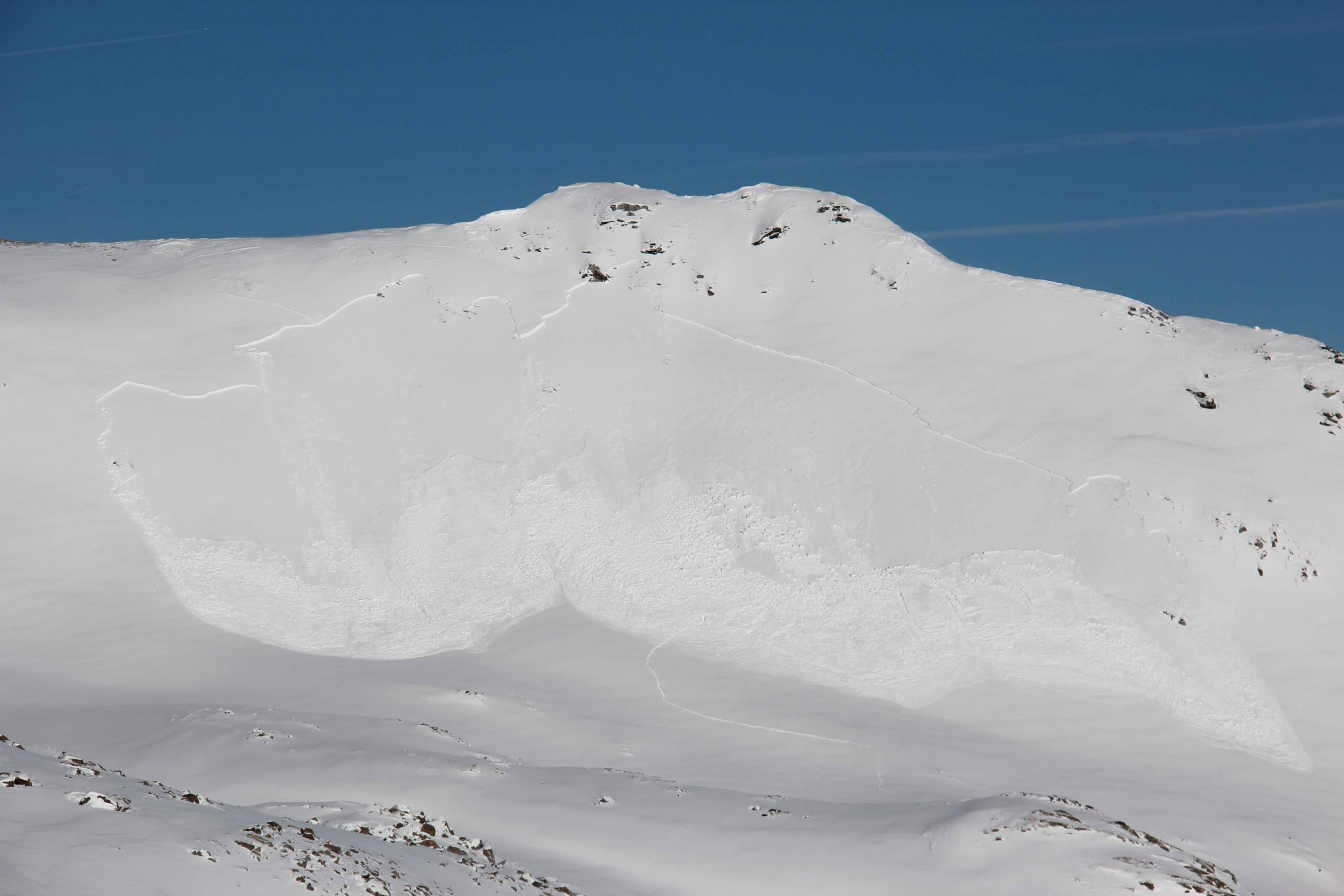 Glossary Surface-Layer Slab Avalanche  © LWD Tirol | EAWS European Avalanche Warning Services
