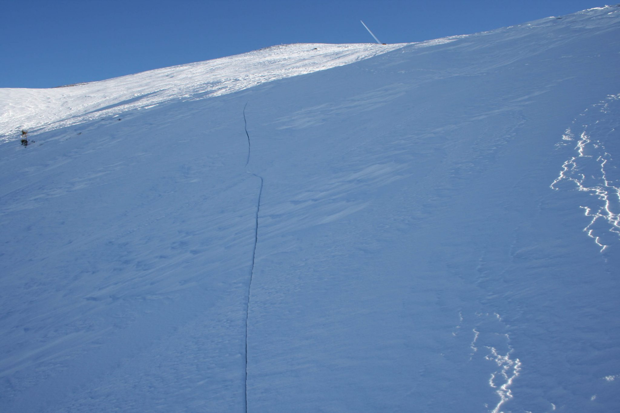 Glossary Shooting Crack © LWD Tirol | EAWS European Avalanche Warning Services