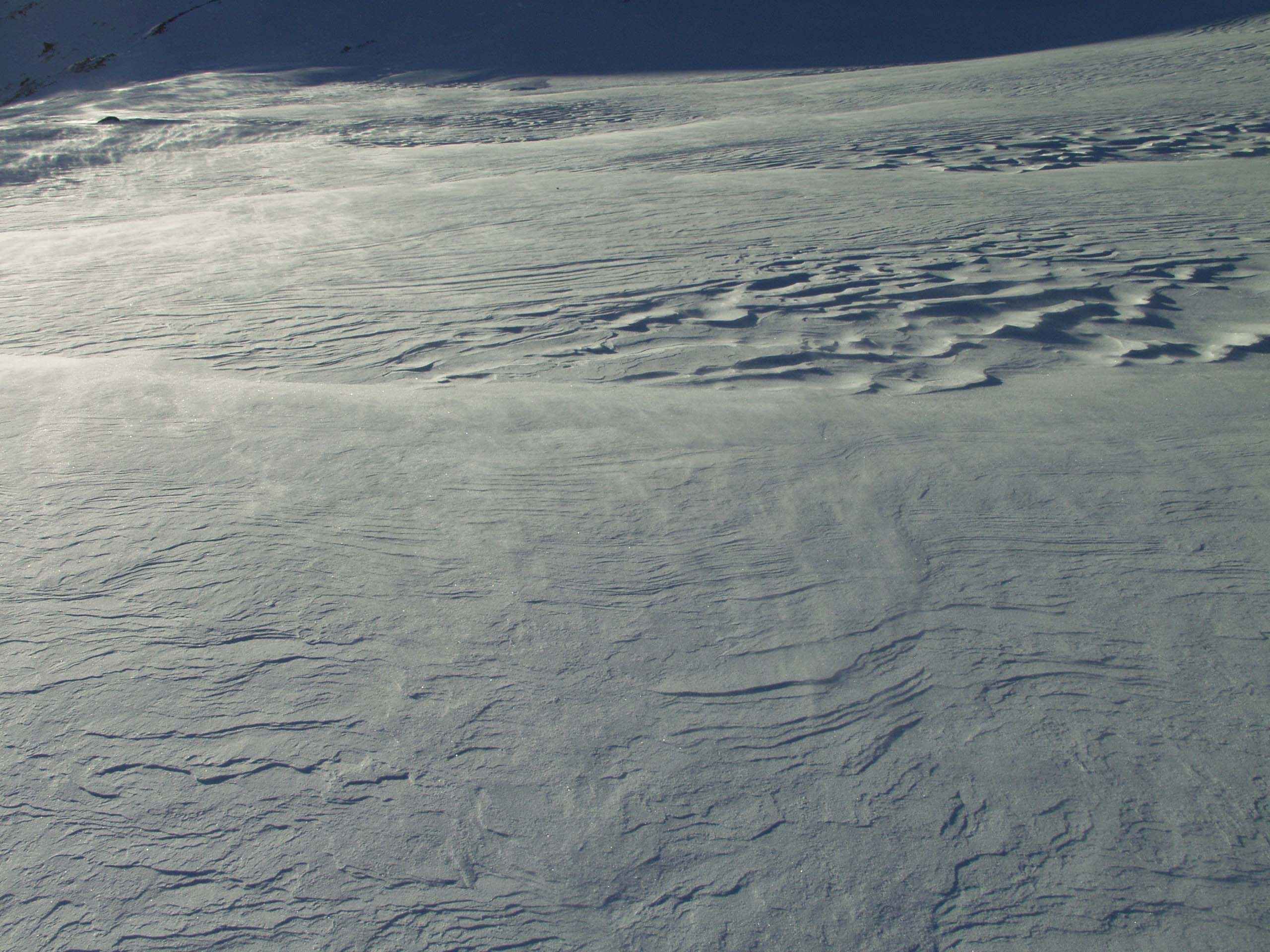 Glossary Snow Dunes © LWD Tirol | EAWS European Avalanche Warning Services