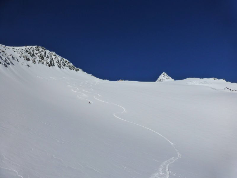 Glossary Additional Load, low additional load: individual skier © LWD Tirol | EAWS European Avalanche Warning Services