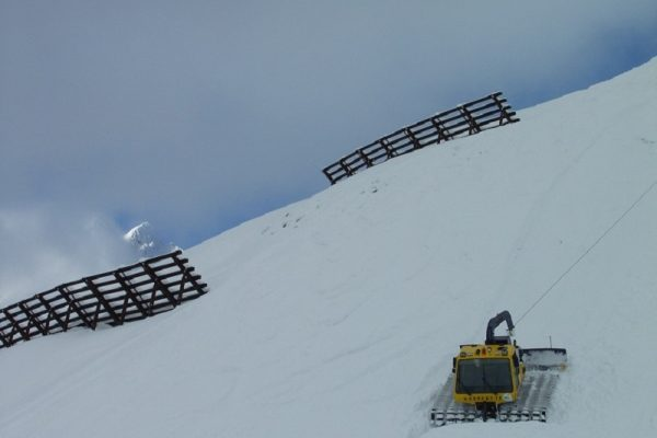 Glossary Additional Load, high additional load: snow machine © LWD Tirol | EAWS European Avalanche Warning Services