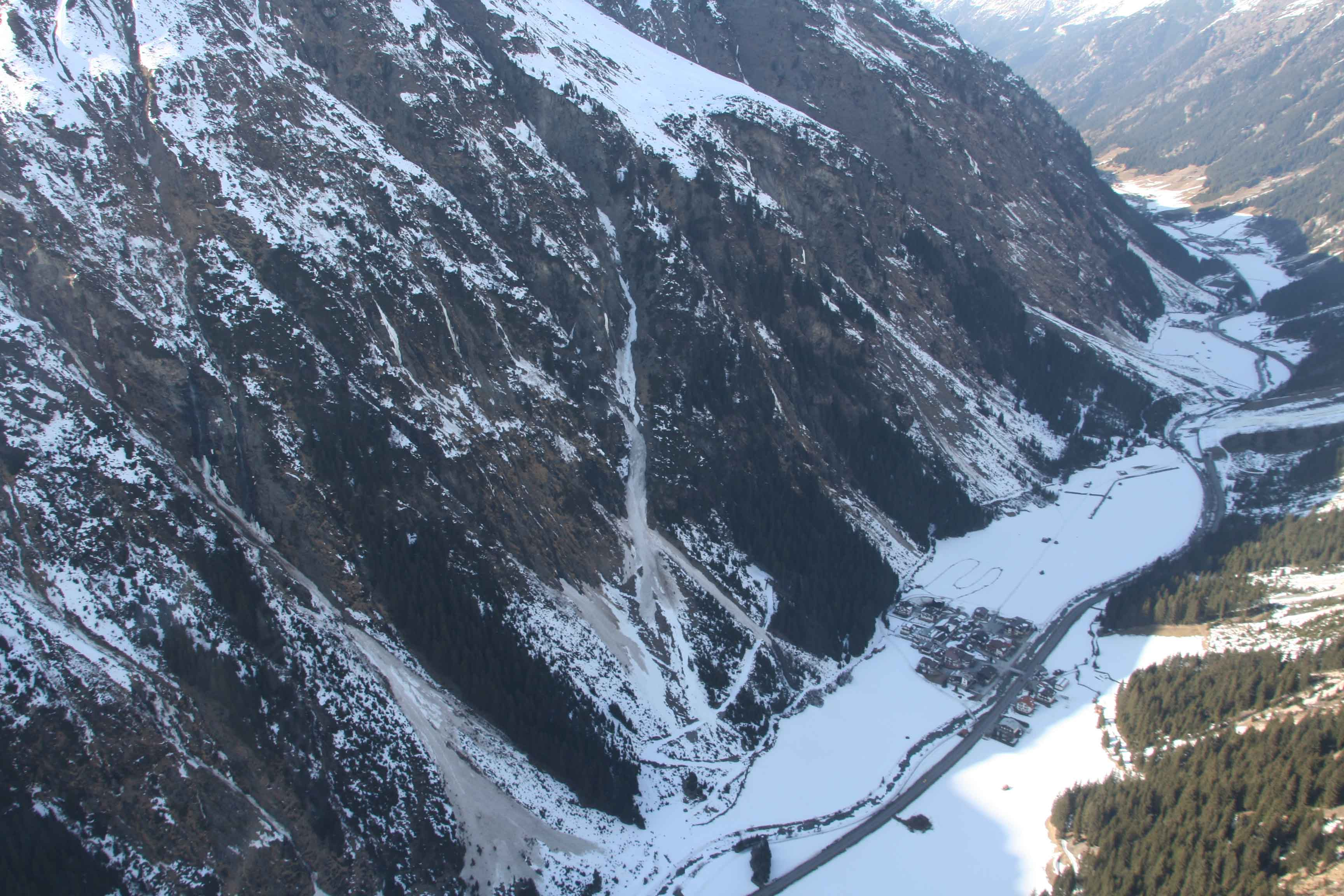 Glossary Endangered Traffic Route © LWD Tirol | EAWS European Avalanche Warning Services