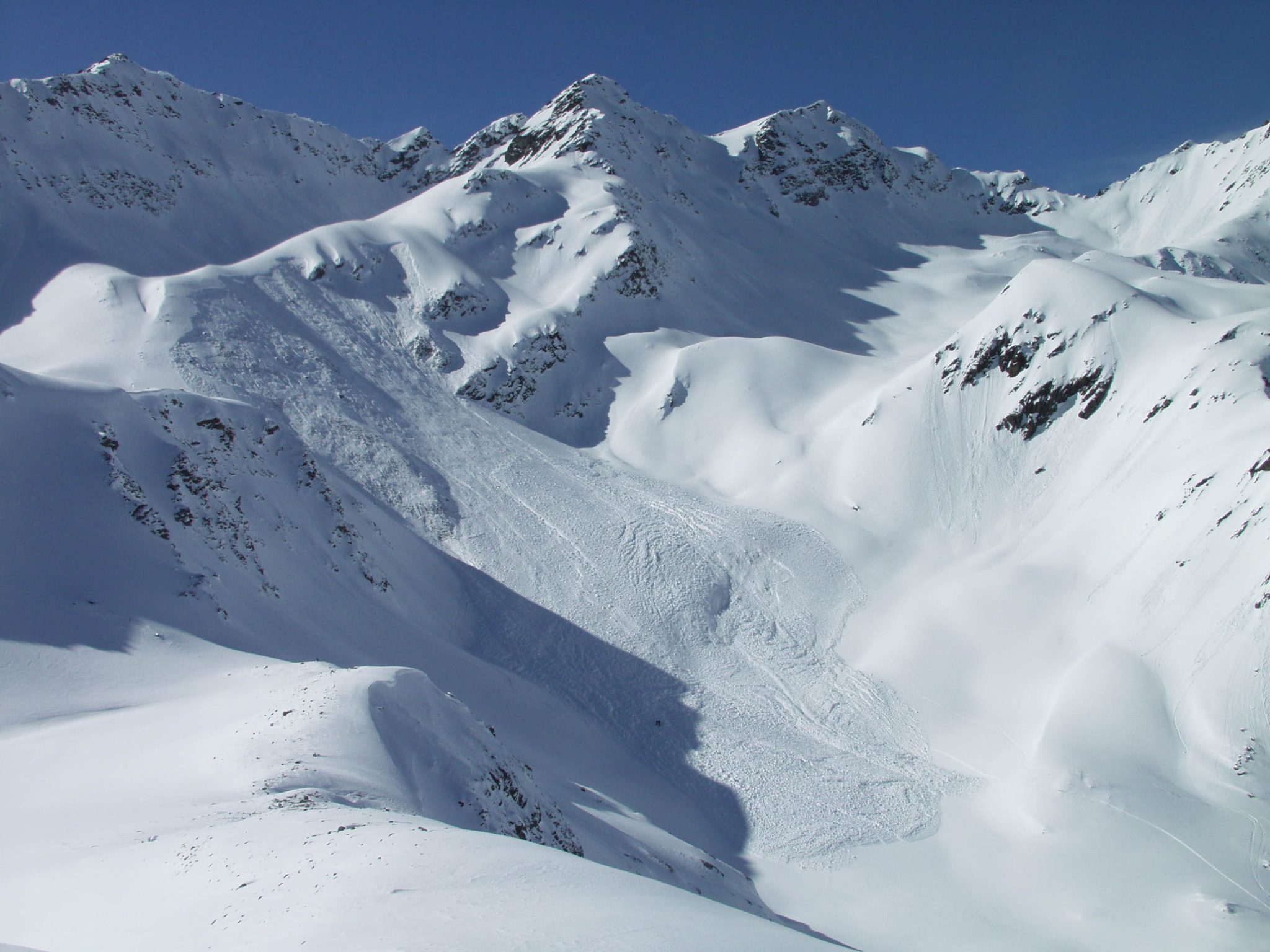 Glossary Avalanche Size, size 3: large avalanche © LWD Tirol | EAWS European Avalanche Warning Services