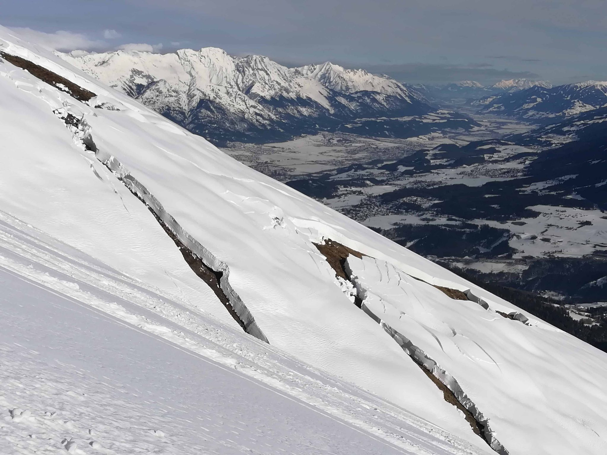 Glossary Gliding Snow © Jonathan Flunger | EAWS European Avalanche Warning Services
