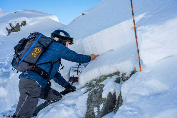 Glossary hardness © LWD Tirol EAWS European Avalanche Warning Services